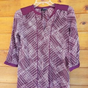 The limited 3/4 sleeve blouse size small